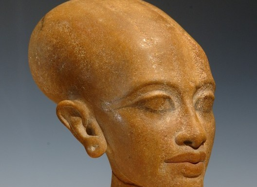 tut-exhibit-princess-head-tut_46-528x794